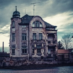 Would You Live in a Haunted Home?