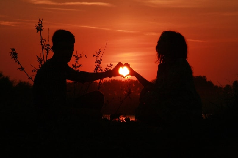 Twin flame relationship hands
